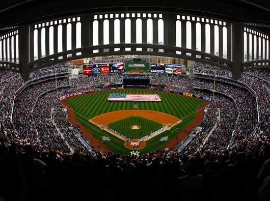 El Yankee Stadium abrió sus puertas por primera vez en la tempora...