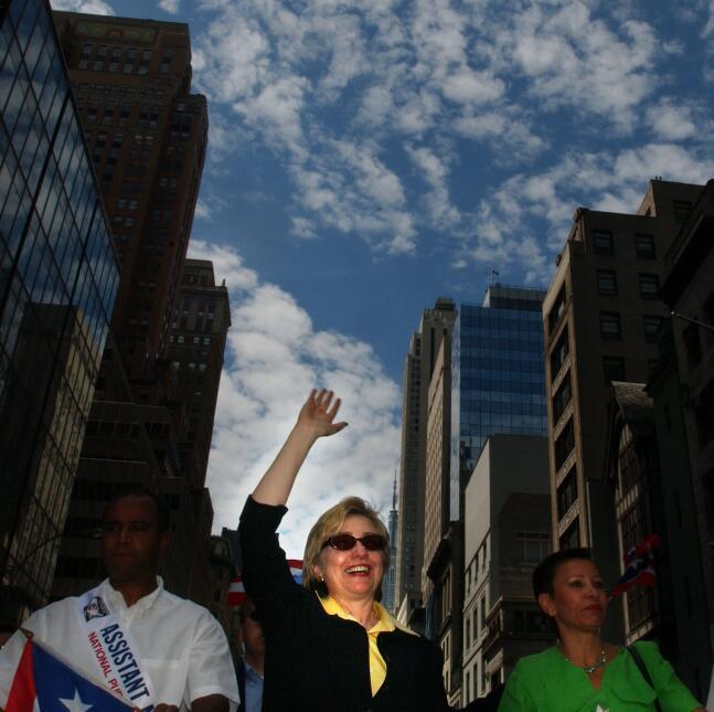 En el 2004, cuando era senadora por Nueva York, Hillary Clinton desfiló.