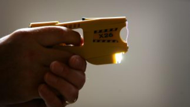 Pistola taser.
