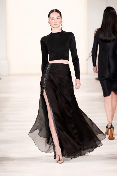Falda larga con abertura: No es necesario mostrar todas las piernas para...