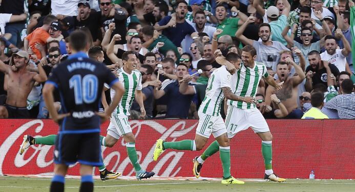 El Betis le ganó al Deportivo y Guardado puso asistencia 636411847809350...