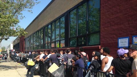 Cientos de candidatos esperaron desde el viernes.
