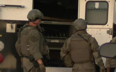 Realizan un gran operativo policial ante el atrincheramiento de un sospe...