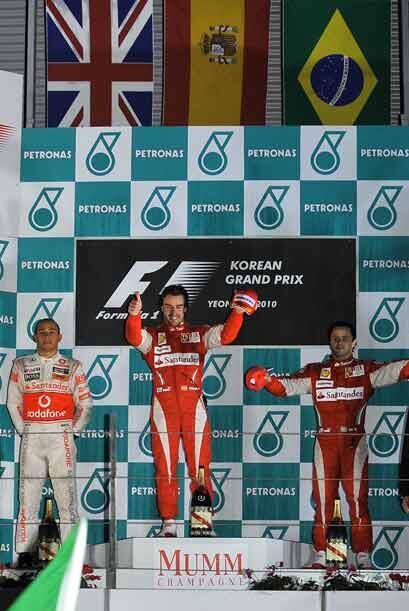 Al final, el podio lo encabezó Alonso, escoltado por Lewis Hamilton y Fe...