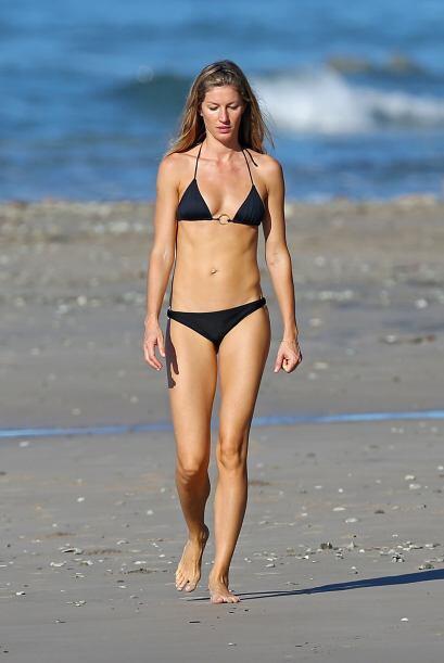 Encontramos a la guapa Gisele Bündchen de paseo por las playas de Costa...