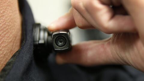 La Policía equipó a sus agentes con cámaras para ev...