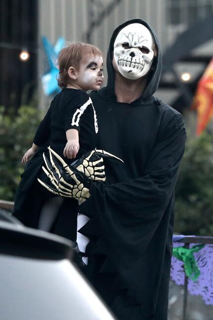 Eva Mendes y Ryan Gosling en Halloween