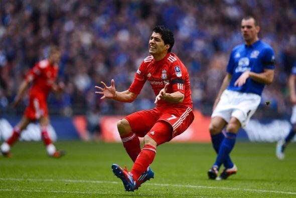 Suárez tampoco corría con la misma suerte que tuvo para el gol y se nota...