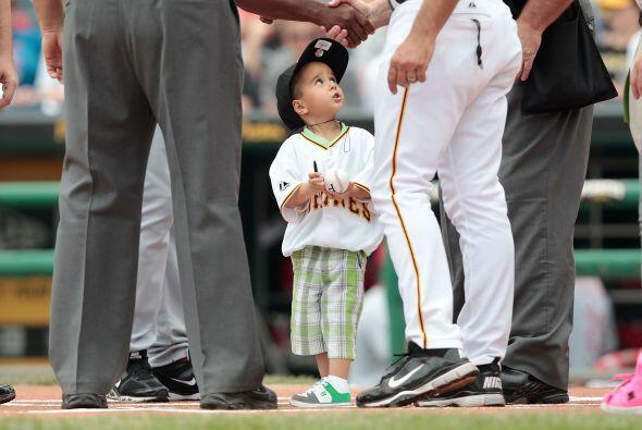 La afición al besibol se les da a algunos desde pequeños.