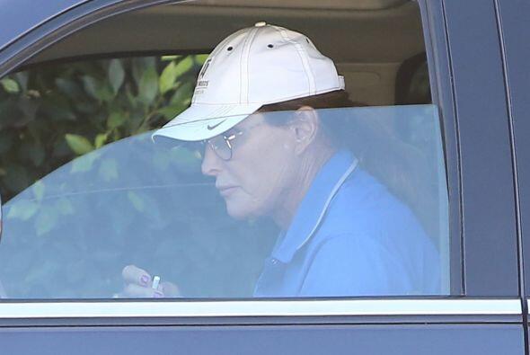 El ex de Kris Jenner ha sido blanco de ataques tras su cambio radical de...