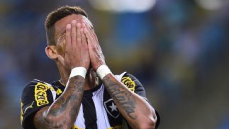 Lamentos en el Botafogo que tras perder con el Paranaense deció el lider...