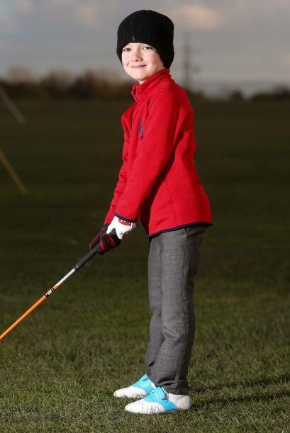 Ben disfruta jugar golf, a pesar de la alergia que padece.