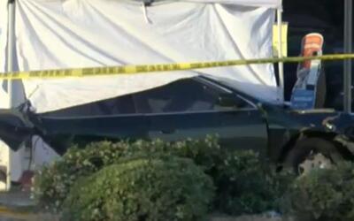 Un conductor muere tras un aparatoso accidente partió su coche en dos en...