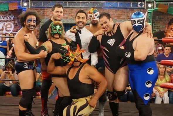Este jueves, llegaron a El Palenque un grupo de luchadores para demostra...
