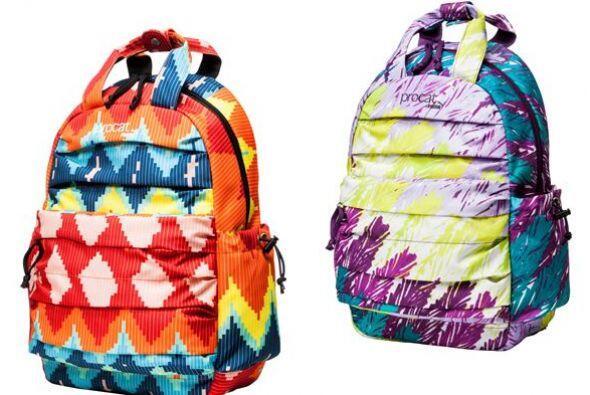 Primero lo primero, aquí dos estampados y coloridos modelos de mochilas...