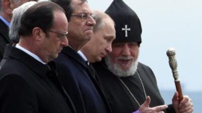 Los presidentes de Francia, Francois Hollande; se Chipre, Nicos Anastasi...