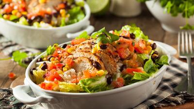Ensalada mexicana de aguacate y pollo | Reto 28