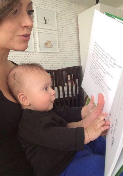 """""""Desde que estaba en la barriga le leía a mi #BabyBruce. Ahora que ya ca..."""