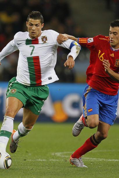 Poco después el árbitro argentino Héctor Baldassi no cobró lo que parecí...