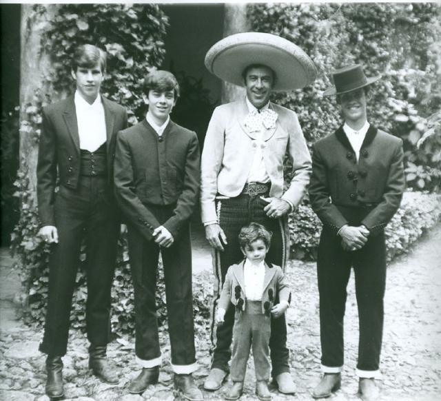 Don Manuel, Manuel Jr., Guillermo y Eduardo Capetillo una familia de cep...