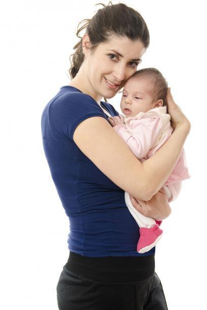 Los recién nacidos suelen estar más despiertos por la noche, y dormir só...