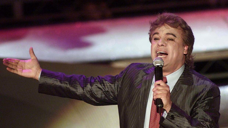 El cantautor Juan Gabriel durante su presentación en los premios Ritmo L...