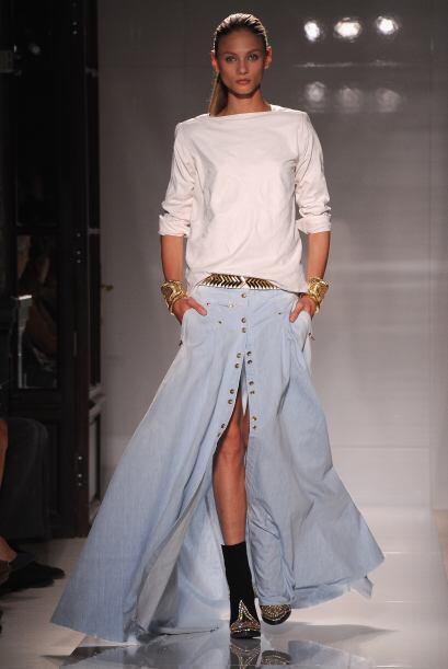 Pantalones rectos: Son una excelente opción para disimular las ca...