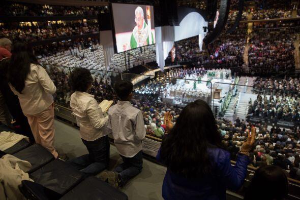 Los fieles escucharon al Papa con atención.