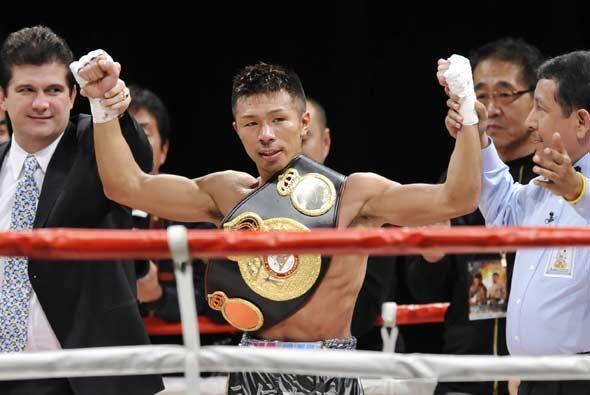 De esta manera, Takashi Uchiyama se tituló campeón con apenas 14 peleas...