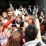 Julián Gil saliendo de los juzgados