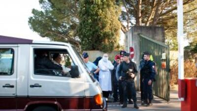 Lapequeña ceremonia fúnebre, celebrada una semana después de la muerte...