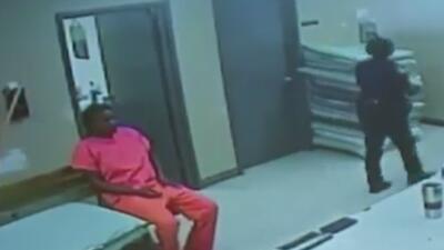 Video muestra a Sandra Bland viva en la prisión