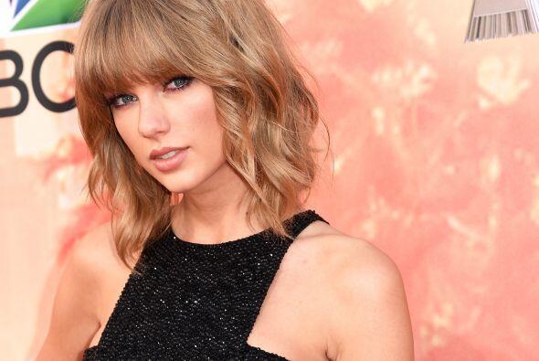 La bella Taylor Swift dejó a todos paralizados a su paso por la a...