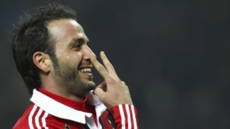 Giampaolo Pazzini hizo dos goles en el triunfo del Milan sobre Lazio.