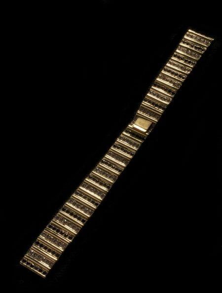 Pulso para reloj, en oro amarillo de 18 k, de diseño especial, con un pe...