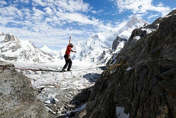 David tiene 18 años escalando, se especializa en escalada libre, de difi...