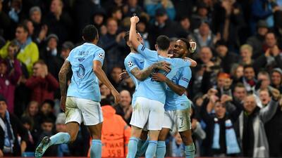Manchester City, con paso perfecto; Napoli aún tiene vida