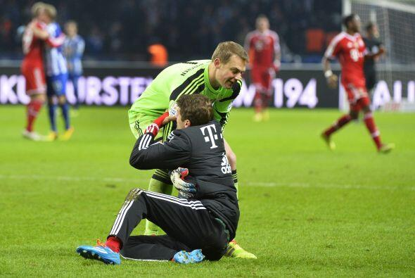 Manuel Neuer y Thoma Müller celebraron de manera atropellada al final de...