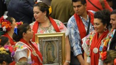 Un grupo de fieles católicos mexicanos llevó el fervor a la Virgen de Gu...
