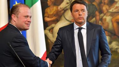Controversia política por naufragio en Italia