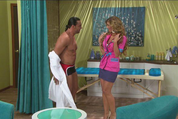 Mientras tanto, Chabelita se preparaba para darle un masaje a Latin Lover.