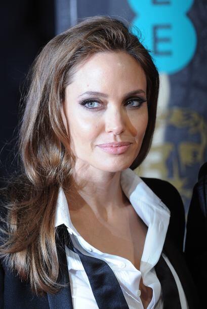 Por su parte, Angelina optó por un maquillaje con el que logró enfatizar...