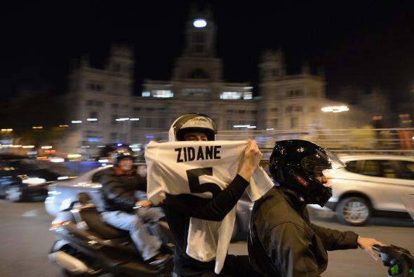 En las calles de Madrid se comenzaron a ver a miles de fanáticos del clu...