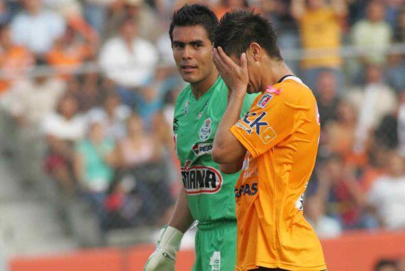 Peralta ha enfrentado en cinco ocasiones a Santos, tres de ellas con Ray...