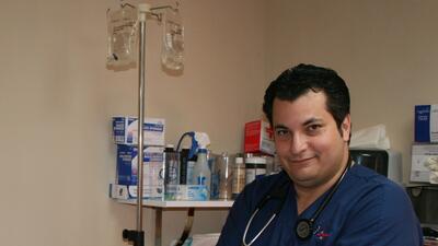 José Ramírez se hacía pasar por médico y diagnosticaba a más de 4,500 pa...