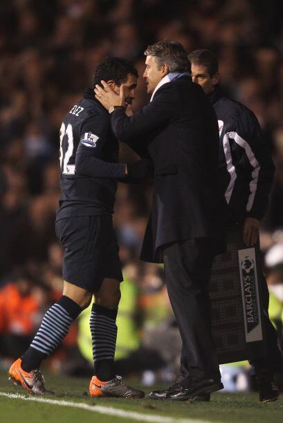 Tévez salió del campo y su técnico, Roberto Mancini, lo felicitó por su...