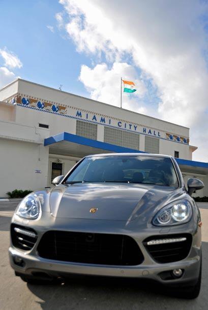 Llevamos a la Porsche Cayenne Turbo 2011 de paseo por algunos rincones d...