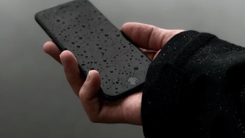 Unsplash smartphone lluvia