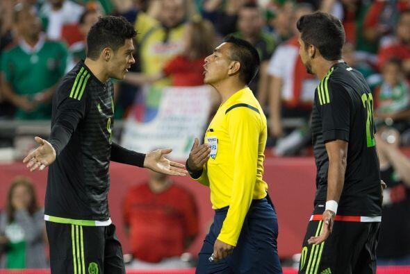El juego fue muy ríspido y los reclamos al árbitro no se hicieron esperar.