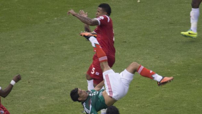 Raúl Jiménez levantó el ánimo del fútbol mexicano con su inolvidable gol...